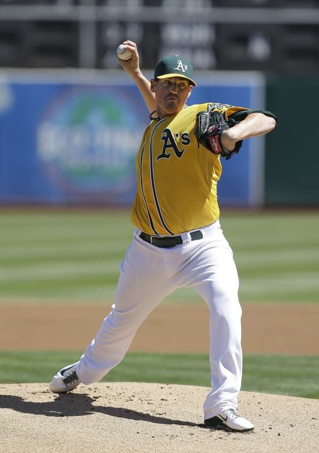 A's pitcher Dan Straily delivers a throw to the Astros. Photo: Jeff Chiu, Associated Press
