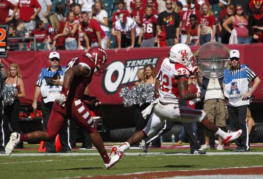 UH running back Ryan Jackson escapes the Temple defense for a touchdown. Photo: Johnny Hanson, Houston Chronicle