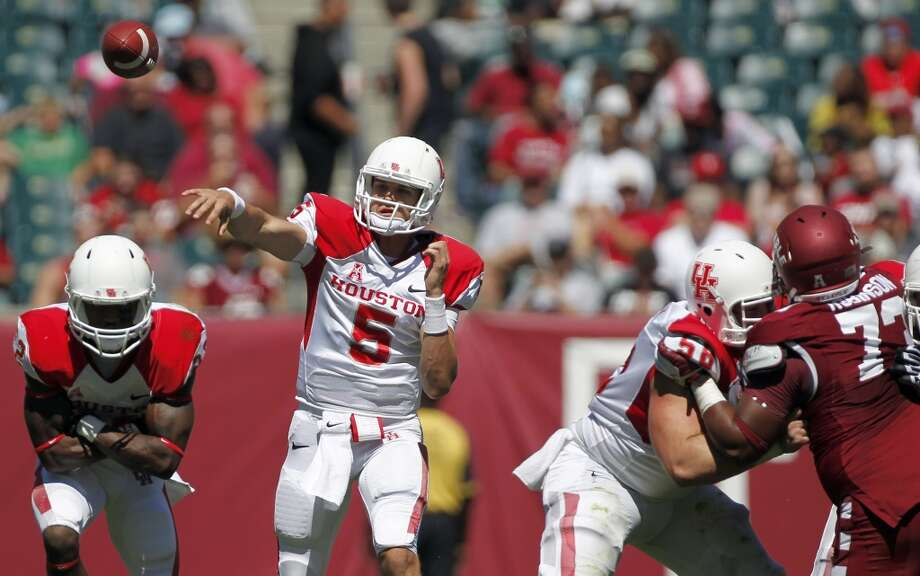 UH quarterback John O'Korn attempts a pass against Temple. Photo: Johnny Hanson, Houston Chronicle