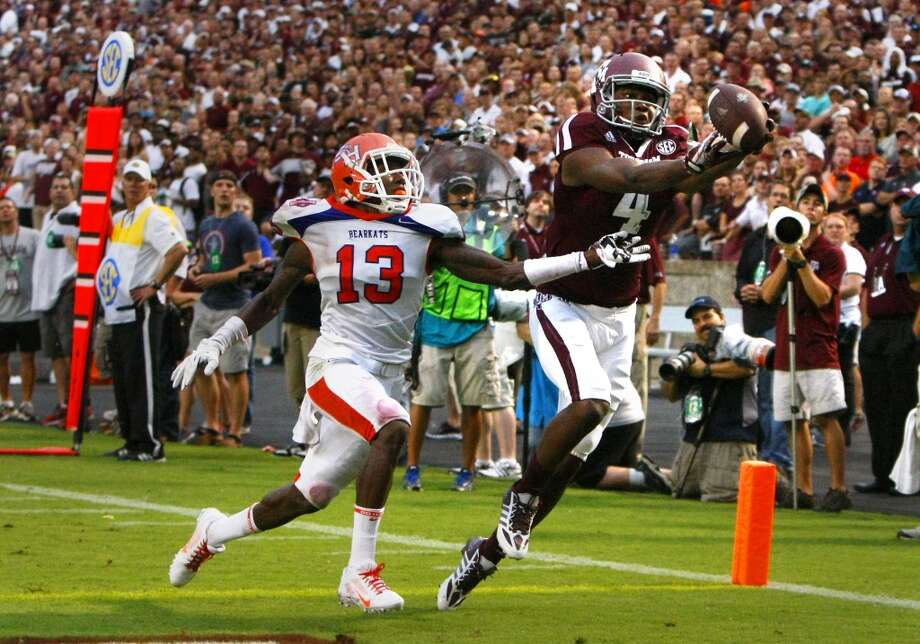 Sam Houston State Bearkats cornerback DeAntrey Loche, left, pressures Texas A&M Aggies wide receiver Ja'Quay Williams, as he catches a touchdown pass. Photo: Cody Duty, Houston Chronicle