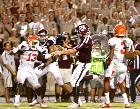 Texas A&M Aggies quarterback Johnny Manziel runs the ball in for a touchdown. Photo: Cody Duty, Houston Chronicle
