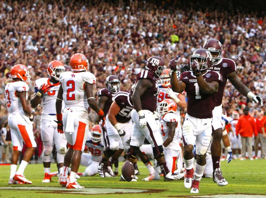 Texas A&M Aggies running back Ben Malena celebrates after scoring a touchdown. Photo: Cody Duty, Houston Chronicle