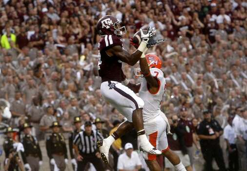 Sam Houston State Bearkats safety Johntel Franklin, right, breaks up a pass intended for Texas A&M Aggies wide receiver Malcome  Kennedy. Photo: Cody Duty, Houston Chronicle