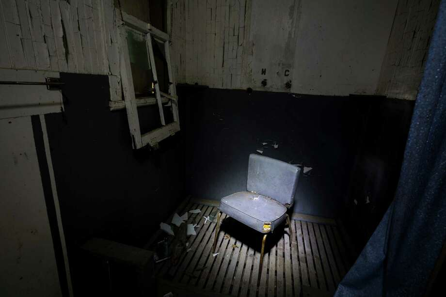 A lone chair sits in a shower stall in the back of a guard house in Washington's ghost town of Lester. Photo: JORDAN STEAD, SEATTLEPI.COM / SEATTLEPI.COM