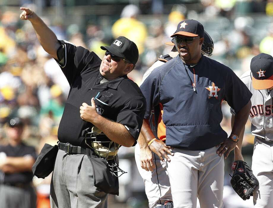 Astros manager Bo Porter is thrown out of the game by home plate umpire Hunter Wendelstedt, left, during the fifth inning. Photo: Tony Avelar, Associated Press