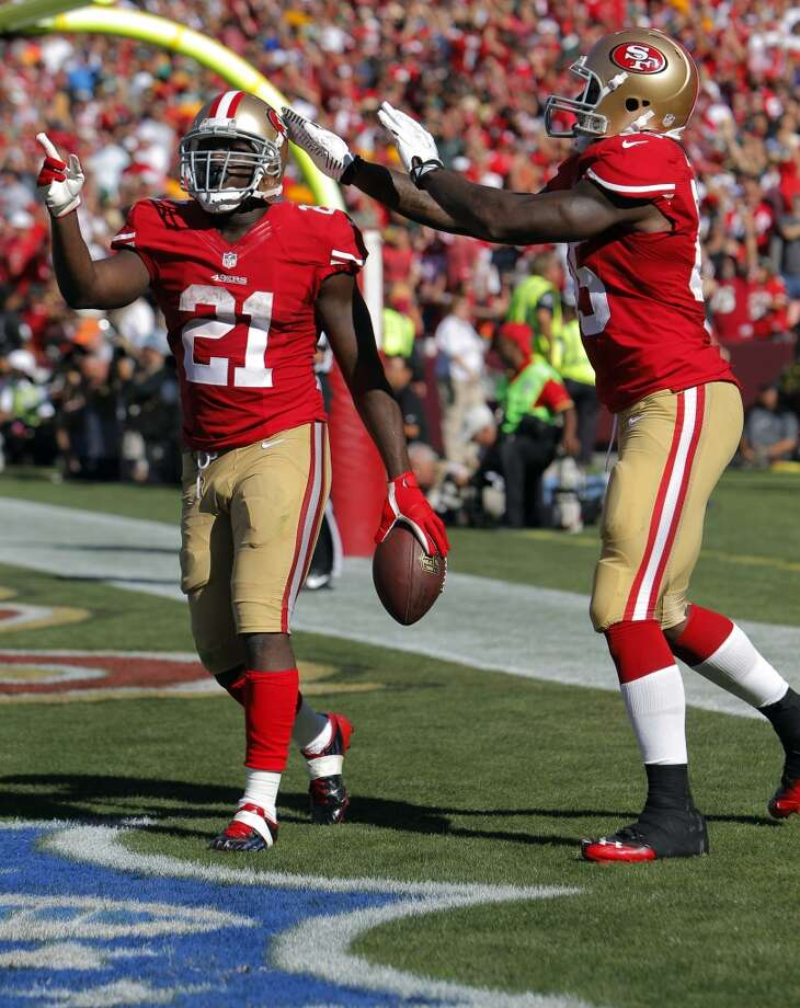 Vernon Davis celebrates with Frank Gore after Gore scored the 49ers fourth touchdown in the fourth quarter. The San Francisco 49ers played the Green Bay Packers at Candelstick Park in San Francisco, Calif, on Sunday, September 8, 2013. Photo: Carlos Avila Gonzalez, The Chronicle
