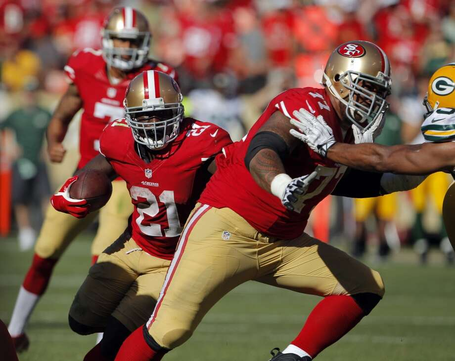Frank Gore runs for a short gain in the fourth quarter. The San Francisco 49ers played the Green Bay Packers at Candelstick Park in San Francisco, Calif, on Sunday, September 8, 2013. Photo: Carlos Avila Gonzalez, The Chronicle