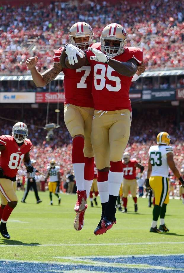 Vernon Davis and Colin Kaepernick celebrate after Davis caught a twenty two yard touchdown pass in the first quarter against the Green Bay Packers. Photo: Thearon W. Henderson, Getty Images