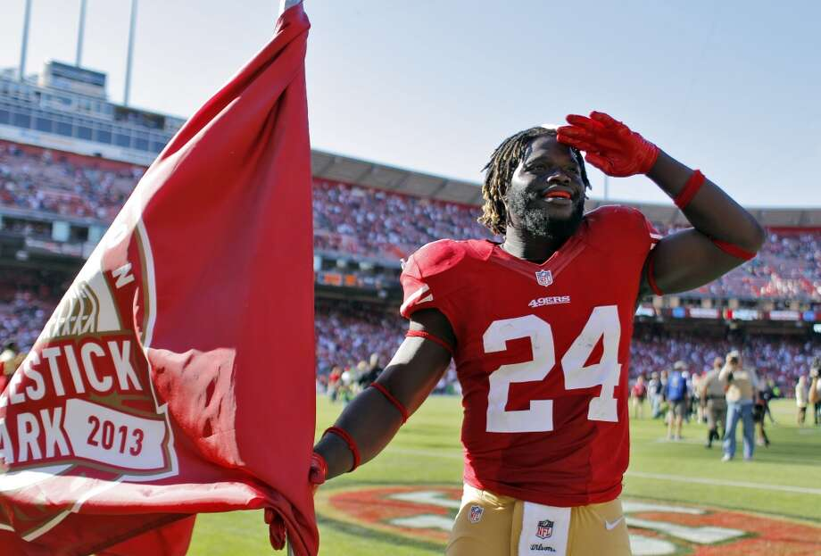 Anthony Dixon salutes the fans after the 49ers defeated the Green Bay Packers. The San Francisco 49ers played the Green Bay Packers at Candelstick Park in San Francisco, Calif, on Sunday, September 8, 2013. Photo: Carlos Avila Gonzalez, The Chronicle