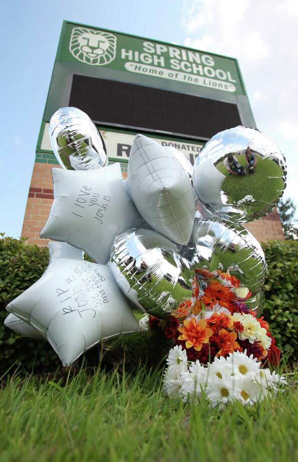 A makeshift memorial is starting to form in honor of Joshua Broussard outside of Spring High School on Friday, Sept. 6, 2013, in Spring. Photo: Mayra Beltran, Houston Chronicle / © 2013 Houston Chronicle