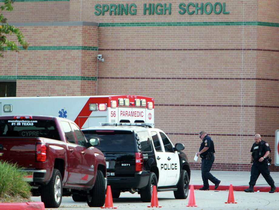 Sheriffs investigate the fatal stabbing of a 17 year-old student at Spring High School on Wednesday, Sept. 4, 2013, in Spring. Photo: Mayra Beltran, Houston Chronicle / © 2013 Houston Chronicle