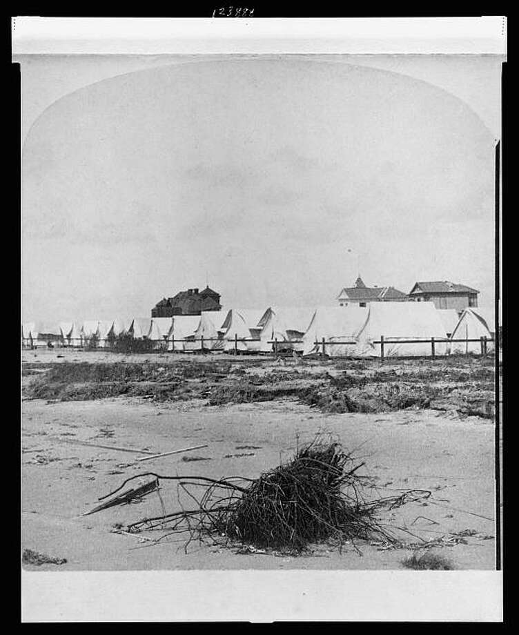 A temporary homeless shelter is set up in the aftermath of the 1900 Galveston hurricane. Photo: U.S. Library Of Congress