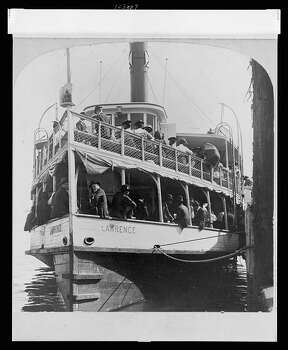 Many Galveston residents decided to leave the city permanently in the aftermath of the 1900 Galveston hurricane. Photo: U.S. Library Of Congress