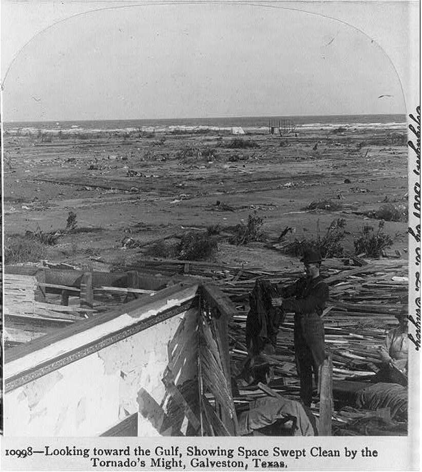 A look out into the gulf in the aftermath of the 1900 Galveston hurricane. Photo: U.S. Library Of Congress