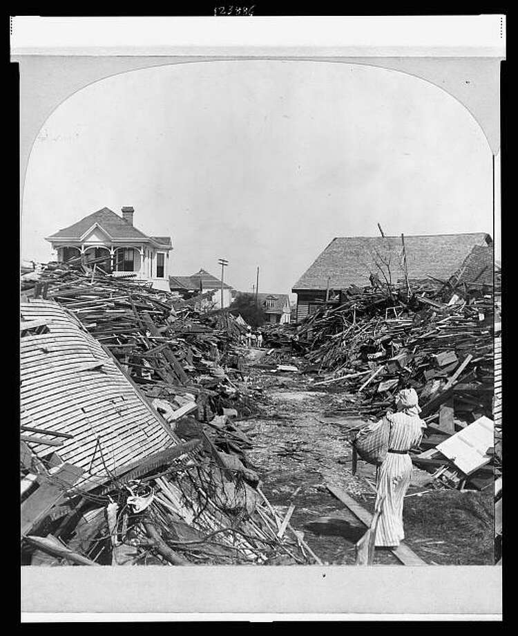 Looking north on 19th Street in the aftermath of the 1900 Galveston hurricane. Photo: U.S. Library Of Congress