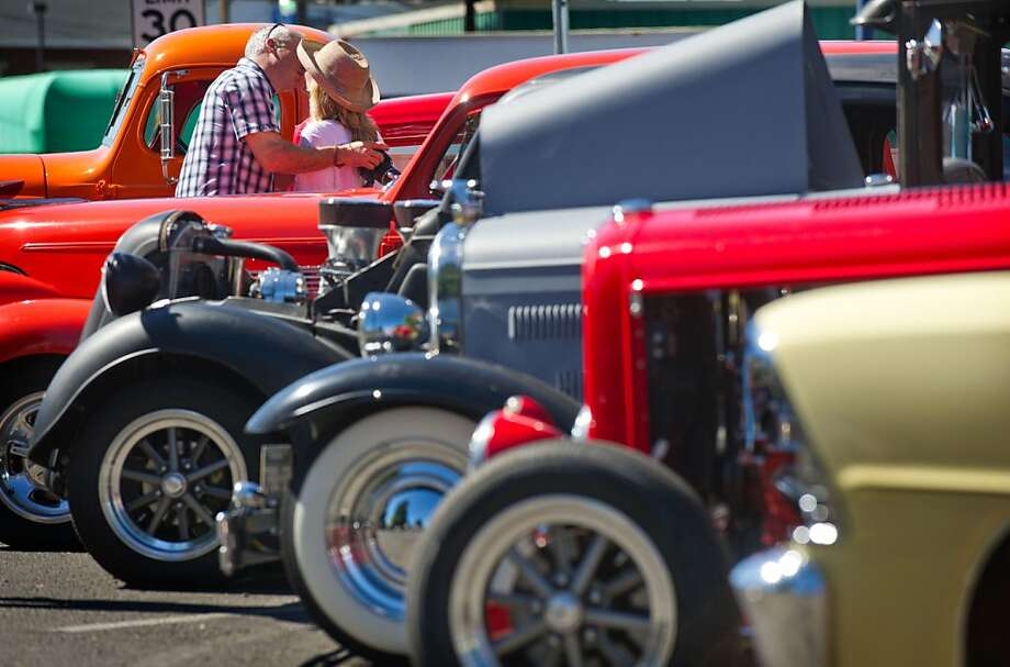 Hubba-hubba in Walla Walla:A classic car owner gets friendly with another auto aficionado at a gathering for vintage car and truck owners in Walla Walla, Wash. Care to see my rumble seat, my dear? Photo: Greg Lehman, Associated Press