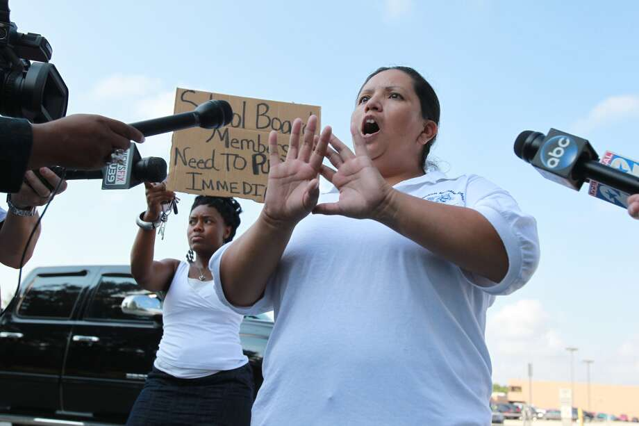 Protesters stand outside Spring High School on Thursday, Sept. 5, 2013, the morning after one student was killed and three others injured in a campus stabbing. Photo: Mayra Beltran, Houston Chronicle