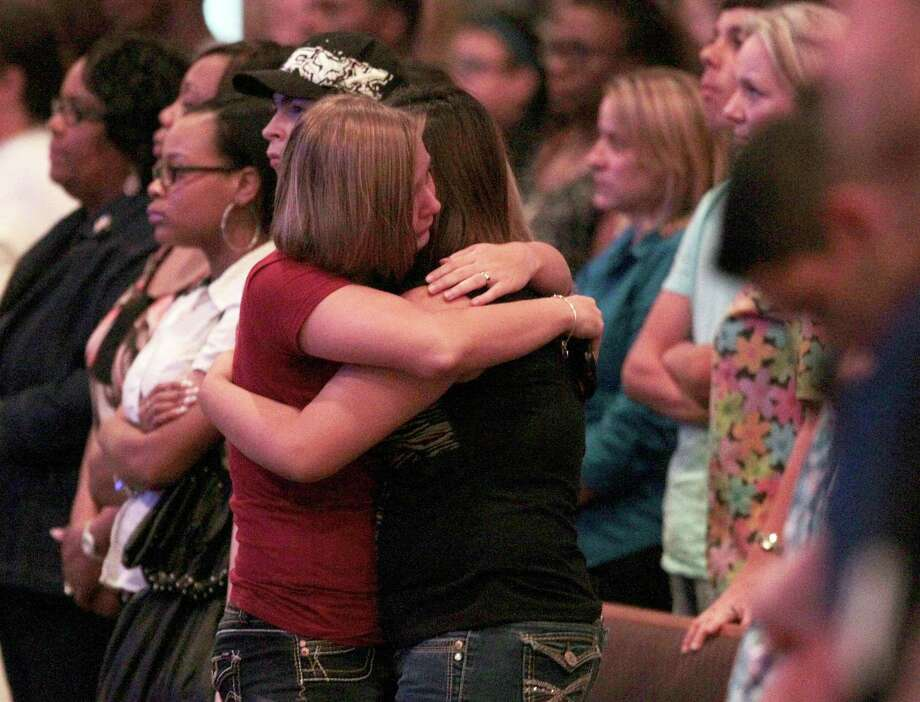 Spring High School students embrace. Photo: Billy Smith II, Chronicle / © 2013 Houston Chronicle