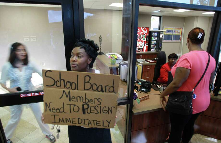 Tammi Humphrey, a former teacher in SISD, joins parents in entering the Spring Independent School District building to demand better security at Spring High School on Thursday, Sept. 5, 2013, in Spring. Photo: Mayra Beltran, Houston Chronicle / © 2013 Houston Chronicle