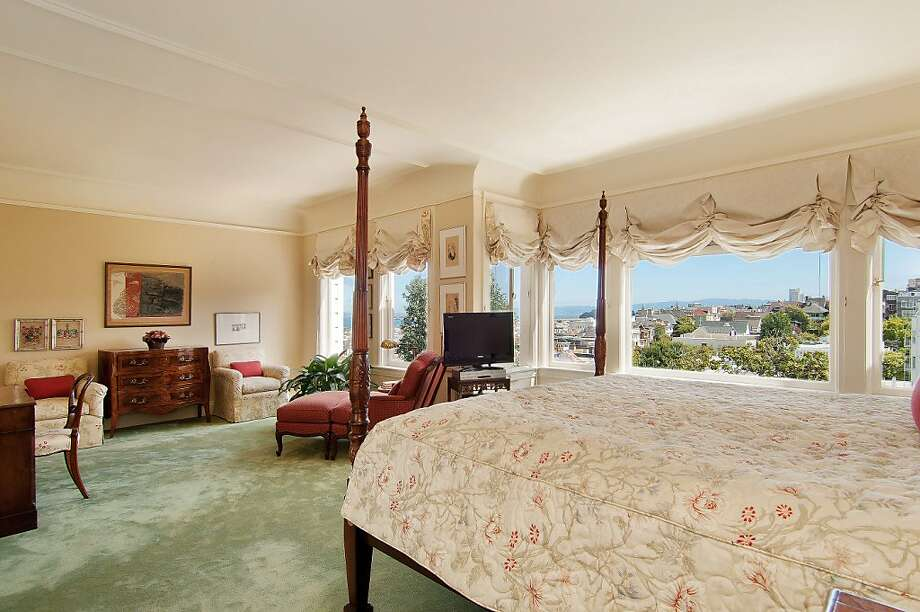 The second master suite overlooks San Francisco Bay. Photo: OpenHomesPhotography.com