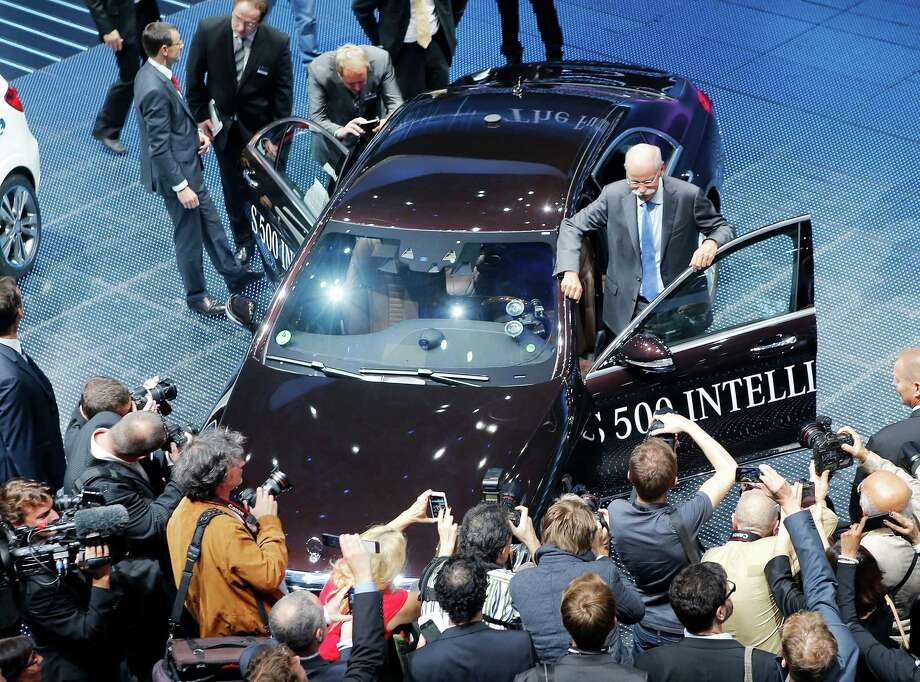 The new Mercdes S 500 intelligent drive is presented by CEO of Daimler AG Dieter Zetsche, center, during the Mercedes-Benz Media Night at the 65th Frankfurt Auto Show in Frankfurt, Germany, Monday, Sept. 9, 2013. Photo: AP