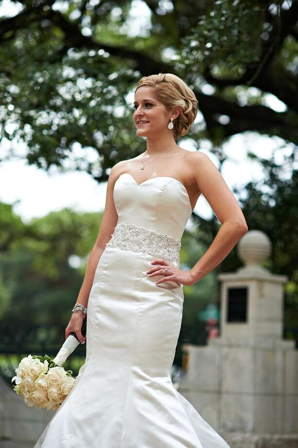 Bride Ashlee Leaumont Photo: Fernando Weberich