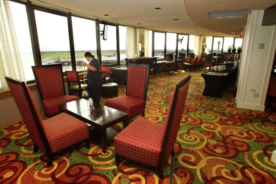 The Airport Marriott needs a more modern look inside and out, officials say. Photo: Brett Coomer, Staff / © 2013 Houston Chronicle