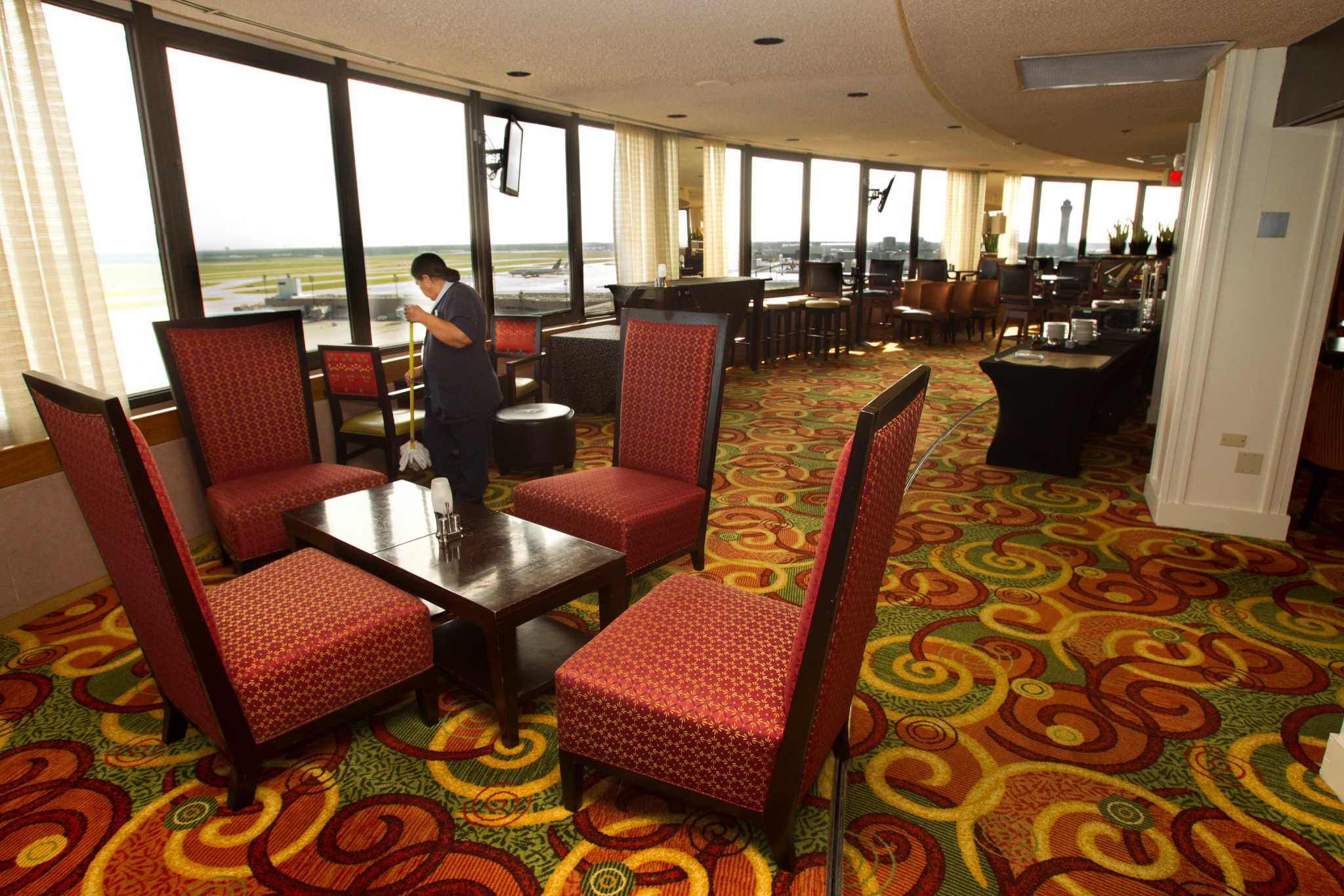 Proposal Would Give Bush Airport Hotel A Face Lift