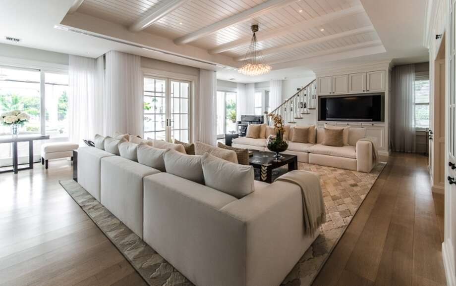 Tons of space, tons of light, tons of white. All photos via Joseph Montanaro/Sotheby's Quebec