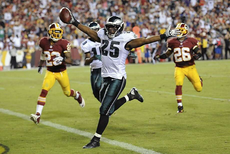 LeSean McCoy reaches the end zone on a scoring run that accounted for 34 of his 184 rushing yards. Photo: Nick Wass, Associated Press