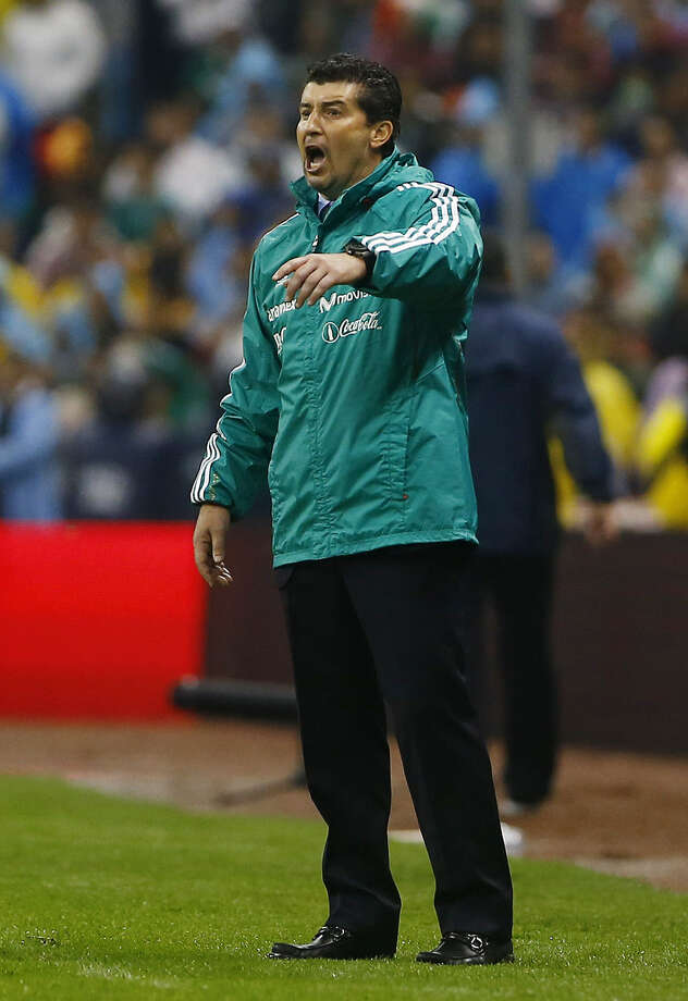 Mexico fired coach José Manuel De la Torre after suffering a 2-1 loss to Honduras on Friday. Photo: Christian Palma / Associated Press