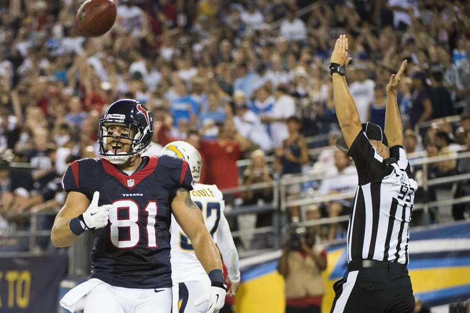 Texans tight end Owen Daniels celebrates after scoring a 1-yard touchdown. Photo: Smiley N. Pool, Houston Chronicle