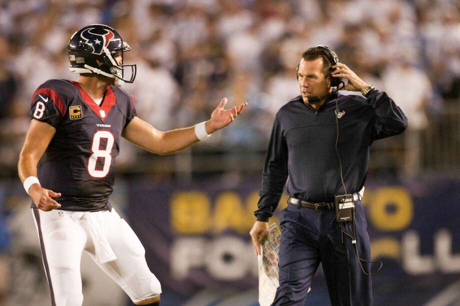 exans quarterback Matt Schaub talks with head coach Gary Kubiak. Photo: Brett Coomer, Houston Chronicle