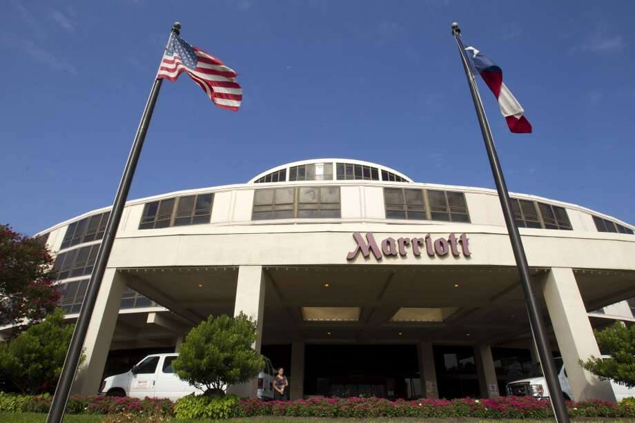 An airport hotel face liftThe Marriott at Bush Intercontinental Airport goes under the knife for several upgrades.Story: Proposal would give Bush Airport hotel a face-lift Photo: Houston Chronicle