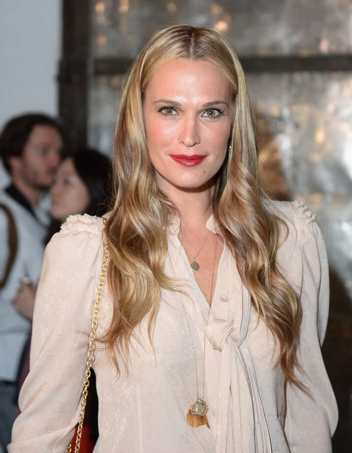 Actress Molly Sims attends the Zac Posen fashion show during Mercedes-Benz Fashion Week Spring 2014 at Center 548 on September 8, 2013 in New York City. Photo: Michael Loccisano, Getty Images For Mercedes-Benz Fashion Week Spring 2014