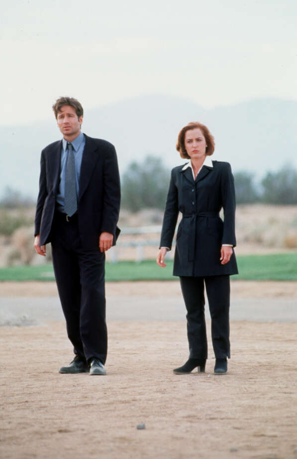 David Duchovny and Gillian Anderson in the X-Files HOUCHRON CAPTION (06/19/1998): X-Film: 'Fight the Future' sticks with very successful formula Photo: Twentieth Century Fox / Handout slide