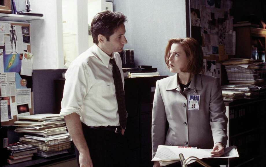 29831 THE X-FILES: A series of mass killings leads Mulder (David Duchovny, L) to startling evidence of extraterrestrial life while Scully (Gillian Anderson, R) confronts an unexpected new threat to her life on THE X-FILES episode  Patient X,  airing Sunday, March 1 (9:00-10:00 PM ET/PT) on FOX.  1998 FOX BROADCASTING COMPANY CR: MARCEL WILLIAMS Photo: MARCEL WILLIAMS, FOX / FOX BROADCASTING COMPANY