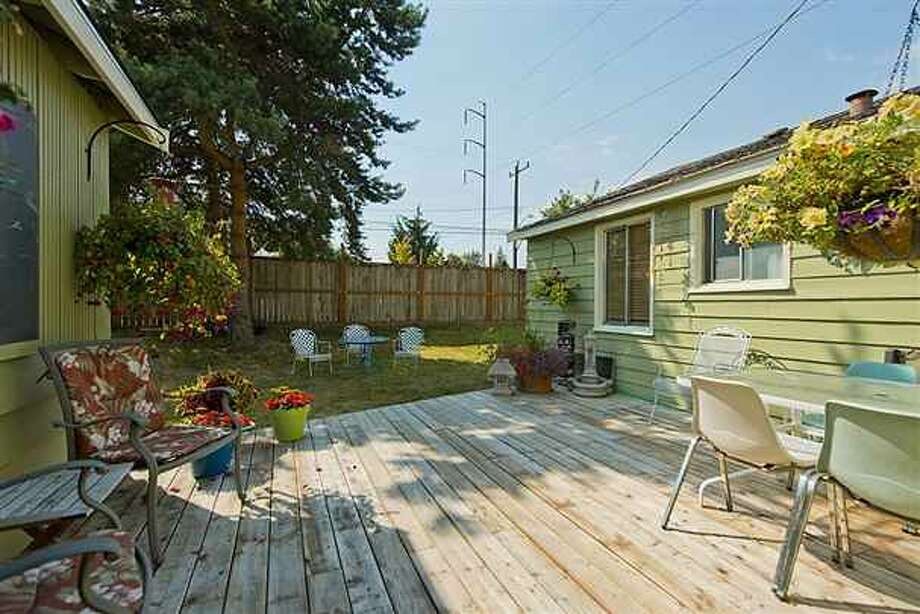 Deck and yard of 1419 S.W. Cambridge St. It's listed for $265,000. Photo: Courtesy Gini Johnson, Prudential Northwest Realty Associates