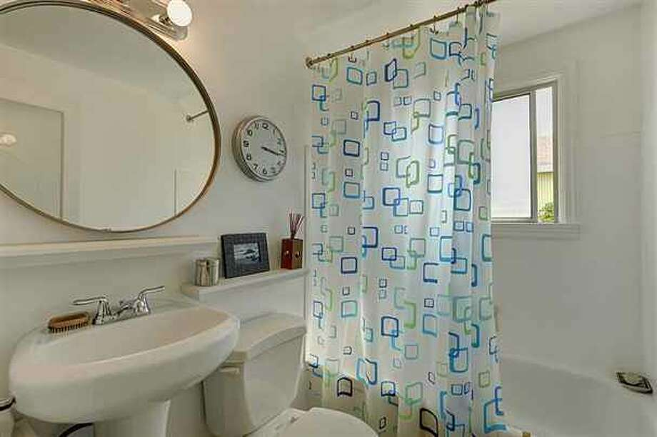 Bathroom of 1419 S.W. Cambridge St. It's listed for $265,000. Photo: Courtesy Gini Johnson, Prudential Northwest Realty Associates