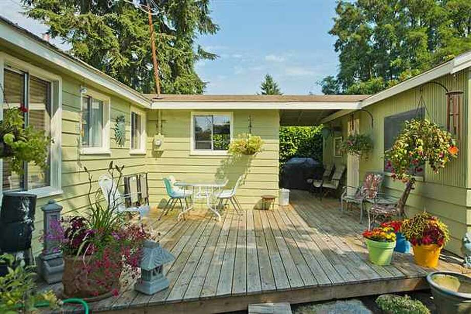 Deck and breezeway of 1419 S.W. Cambridge St. It's listed for $265,000. Photo: Courtesy Gini Johnson, Prudential Northwest Realty Associates