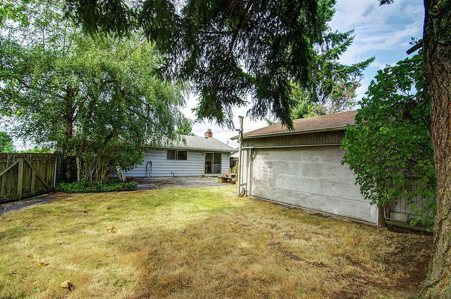 Yard of 9424 10th Ave. S.W. It's listed for $289,950. Photo: Courtesy Rocky Gabay, Warring Properties