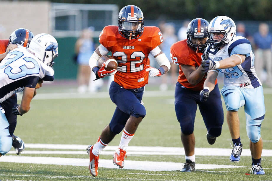 Brandeis running back Dayden Wooster (center) finds room to run during the second quarter of a game against Johnson High Saturday. The Broncos won, 68-53. Photo: Marvin Pfeiffer / Northwest Weekly