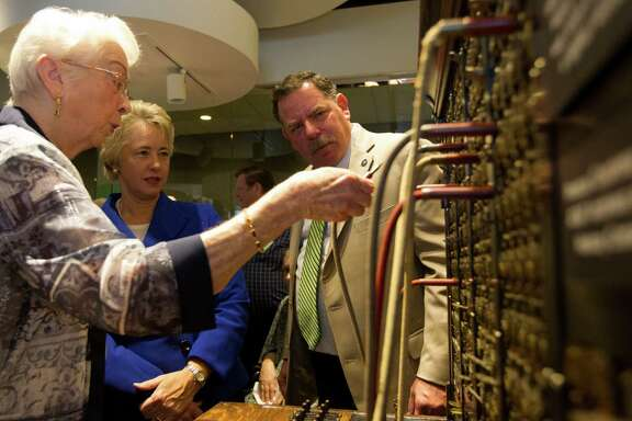 Oleta Porter puts a vintage switchboard through its paces for Mayors Annise Parker, of Houston, and Phil Nauert, of Bellaire.