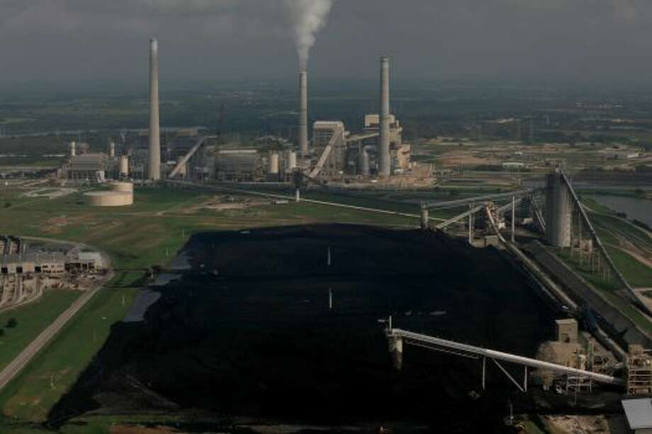 CPS Energy's J.T. Deely coal-fired power plant Photo: Lisa Krantz, SAN ANTONIO EXPRESS-NEWS