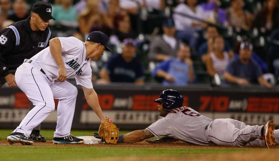 Jonathan Villar #6 of the Astros steals third base against the Mariners. Photo: Otto Greule Jr, Getty Images