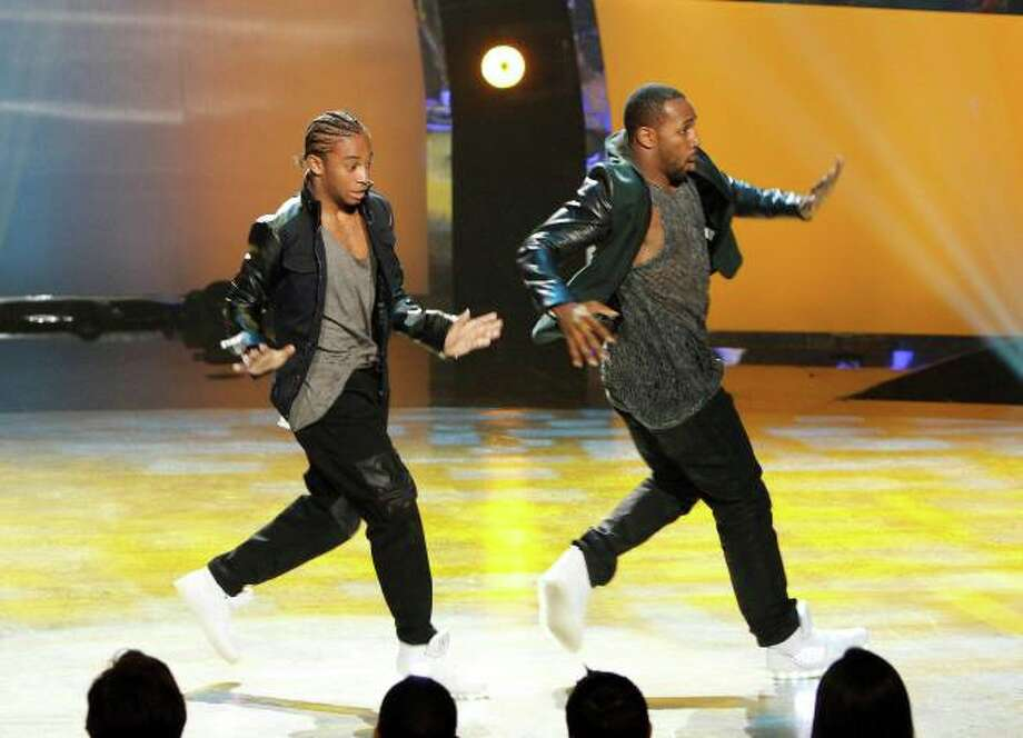 "SO YOU THINK YOU CAN DANCE: L-R: Top 20 contestant Fik-Shun and all-star dancer tWitch Boss perform a Hip-Hop routine to ""Hello Good Morning"" choreographed by Luther Brown in the season finale episode of SO YOU THINK YOU CAN DANCE airing Tuesday, September 10 (8:00-10:00 PM ET/PT) on FOX. ©2013 FOX Broadcasting Co. Cr: Adam Rose / 1"