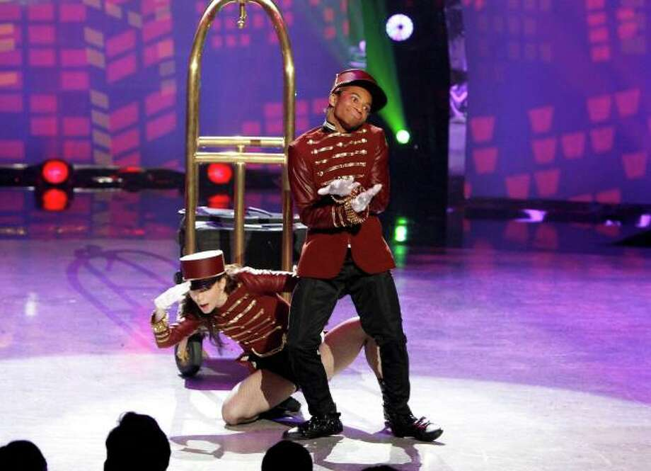 """SO YOU THINK YOU CAN DANCE: L-R: Top 20 contestants Amy Yakima and Fik-Shun perform a Hip-Hop routine to """"After Party"""" choreographed by Tabitha & Napoleon in the season finale episode of SO YOU THINK YOU CAN DANCE airing Tuesday, September 10 (8:00-10:00 PM ET/PT) on FOX. ©2013 FOX Broadcasting Co. Cr: Adam Rose / 1"""