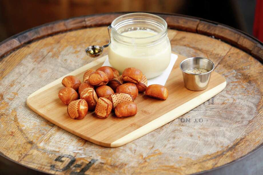 The do-it-yourself whiskey-spiked fondue is served with pretzel bites. Photo: Eric Kayne / ©Eric Kayne 2013