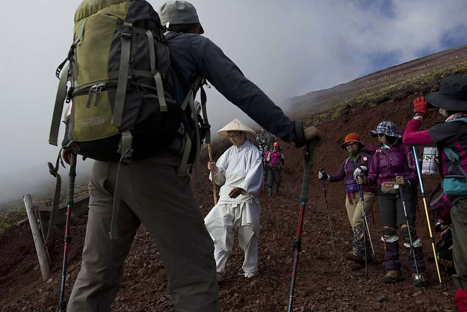 Hikers make their way down the slopes of Mount Fuji in Japan on Aug. 11, 2013. Photo: David Guttenfelder, Associated Press
