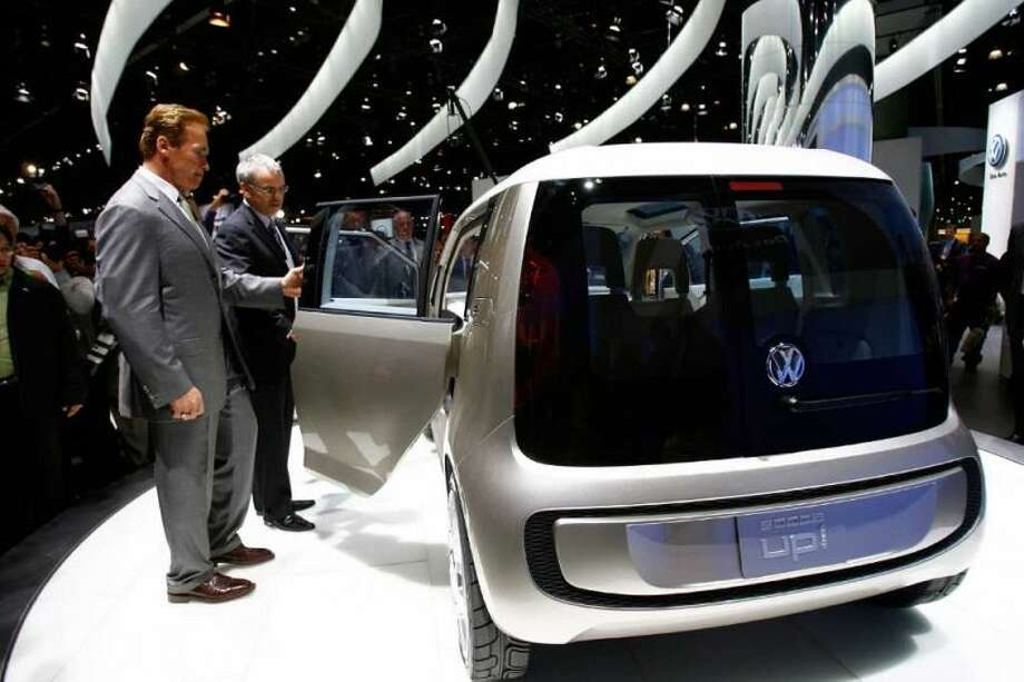 Volkswagen President and CEO Stefan Jacoby showing California Gov. Arnold Schwarzenegger a fuel-cell powered concept car called space up! Blue at the two-day media preview of the Los Angeles Auto Show on November 15, 2007. Photo: David Mcnew, Getty Images